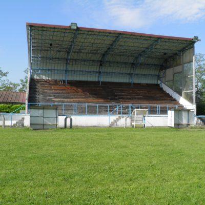 La tribune du stade Haroun Tazieff