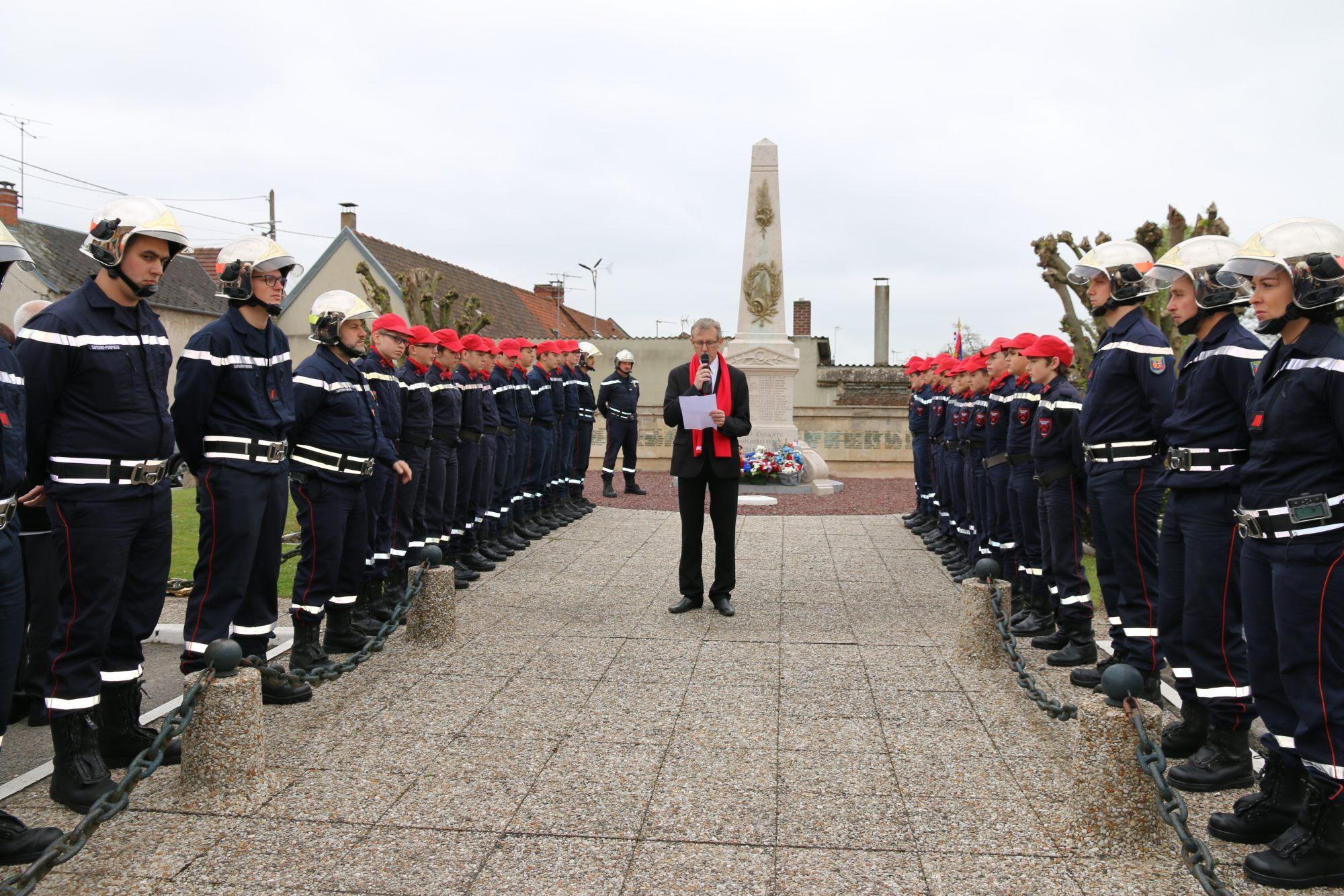 commémorations au monument au mort