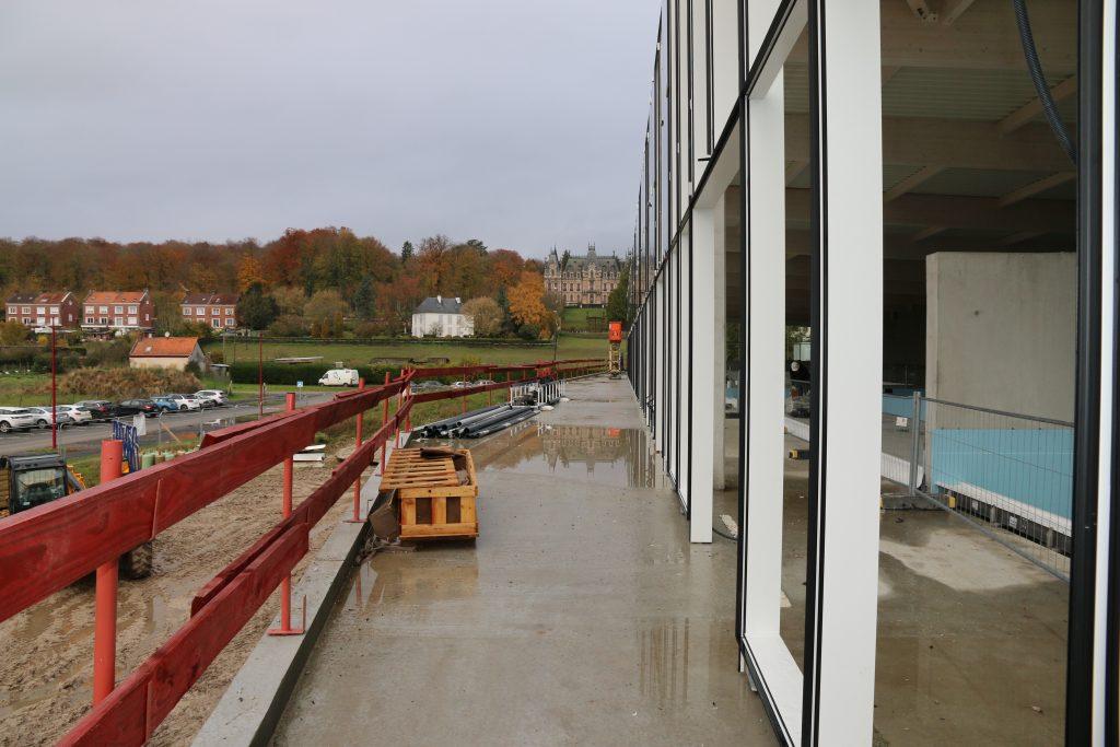 La terrasse qui sera équipée en partie de jets d'eau